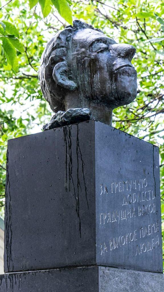 pamyatnik-osipu-mandelshtamu_05