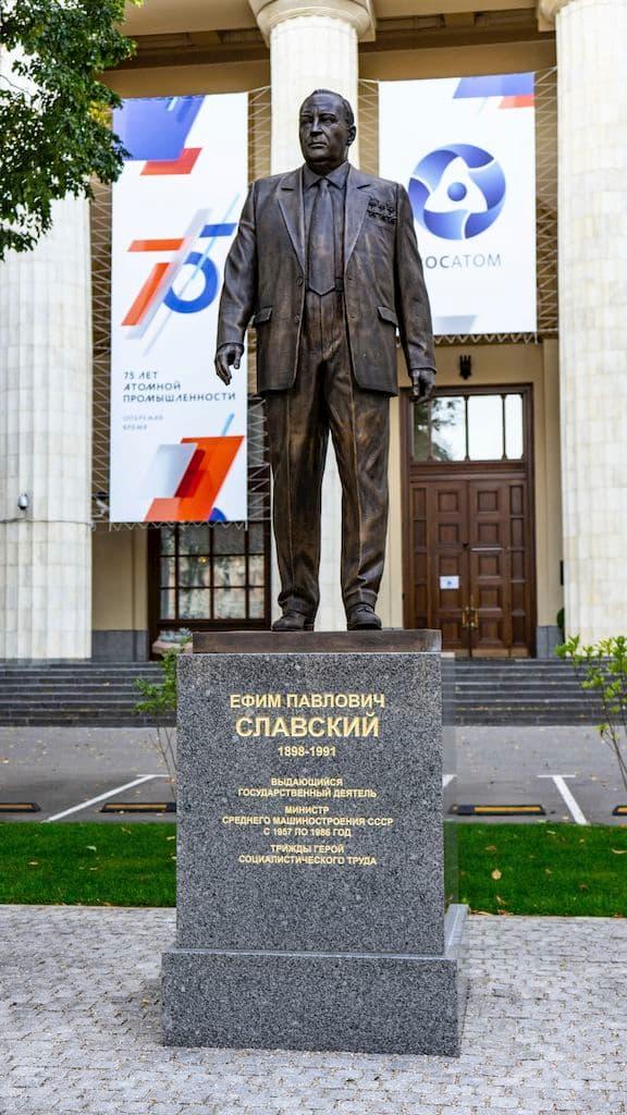 pamyatnik-slavskomu-na-bolshoj-ordynke_01