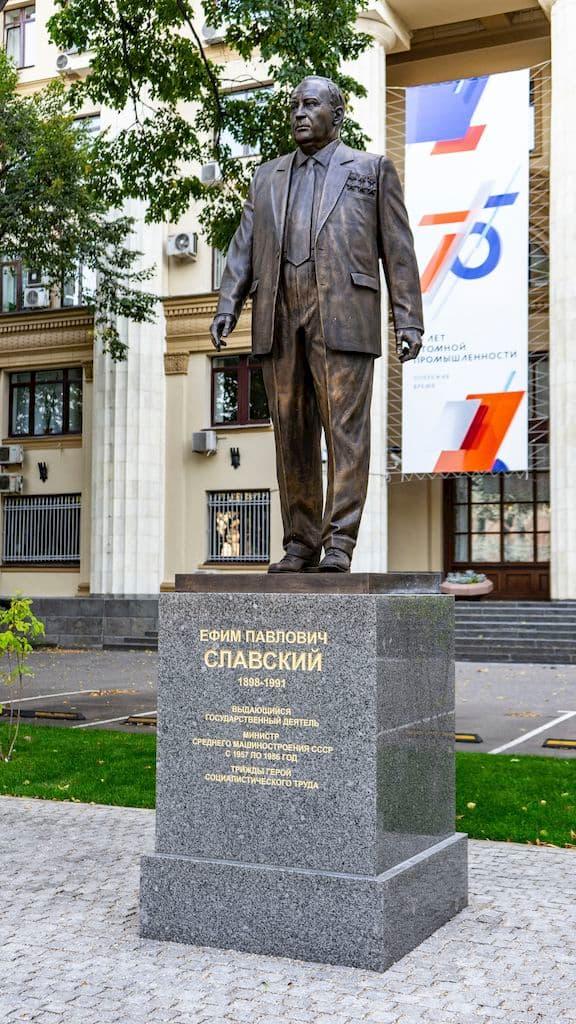 pamyatnik-slavskomu-na-bolshoj-ordynke_02