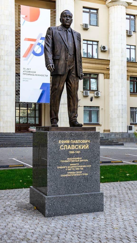 pamyatnik-slavskomu-na-bolshoj-ordynke_03