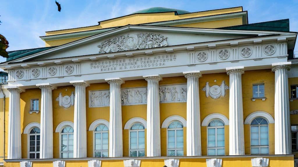pamyatniki-gercenu-i-ogaryovu-na-mohovoj_03