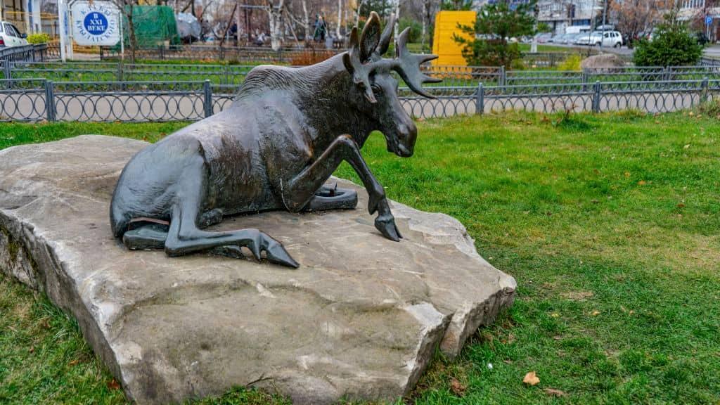 skulptura-los-na-krylatskih-holmah_01