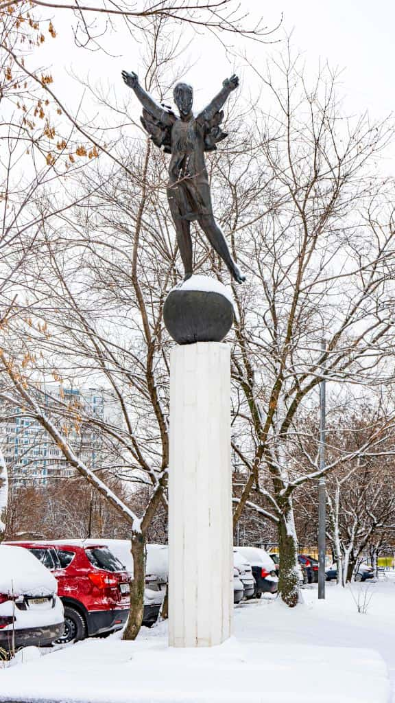 skulptura-devochka-na-share-v-rajone-krylatskoe_03