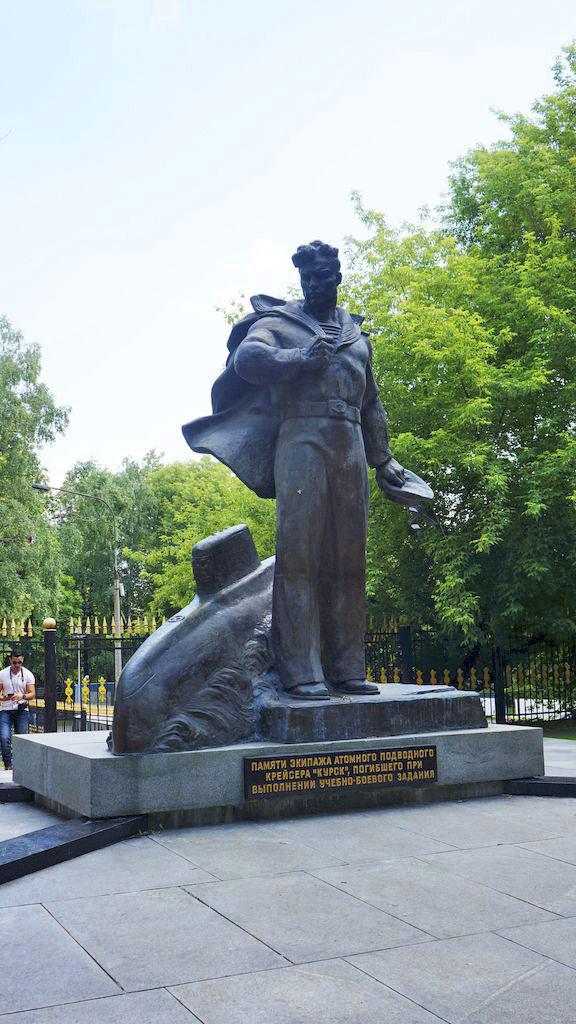 memorial-ehkipazhu-atomnogo-podvodnogo-krejsera_04