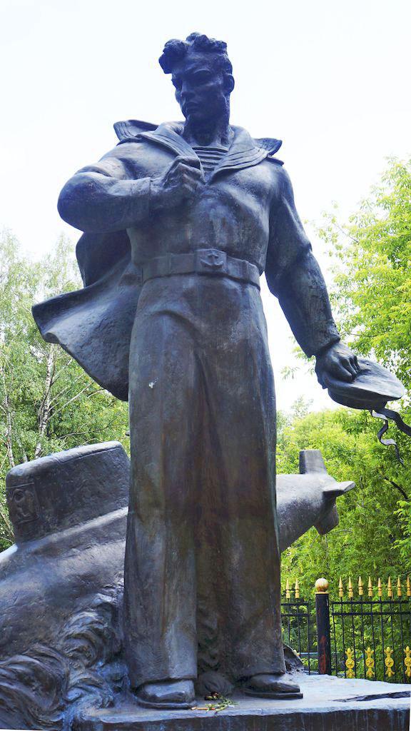 memorial-ehkipazhu-atomnogo-podvodnogo-krejsera_05