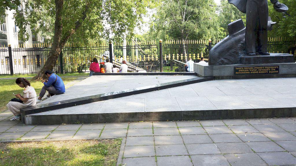 memorial-ehkipazhu-atomnogo-podvodnogo-krejsera_07