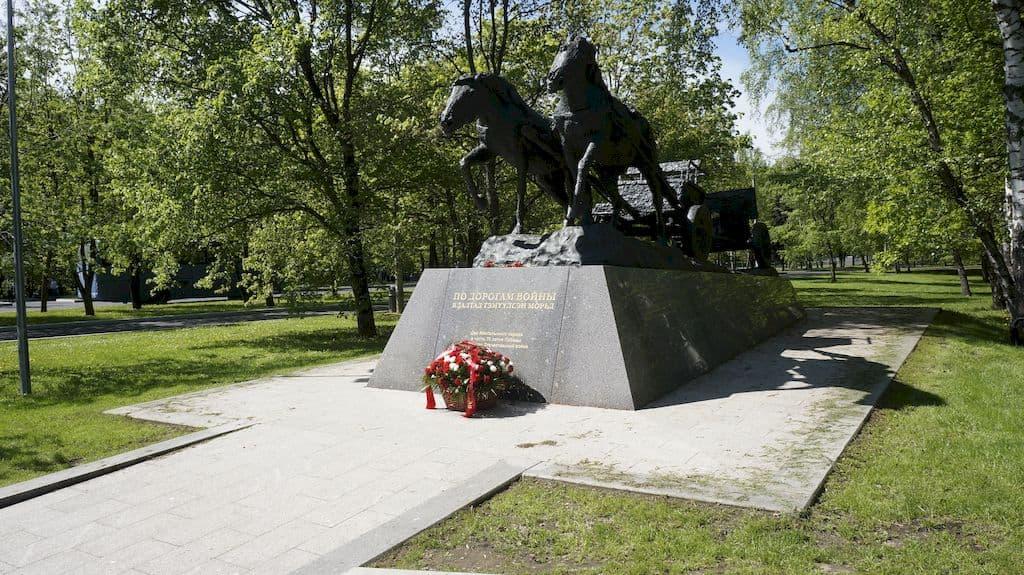 monument-po-dorogam-vojny_01