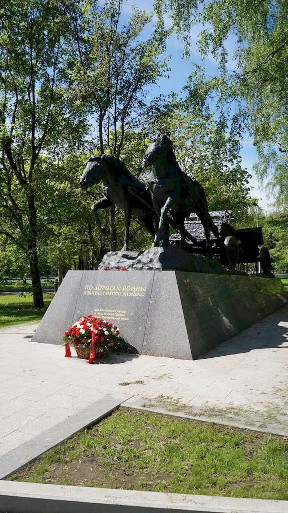 monument-po-dorogam-vojny_03