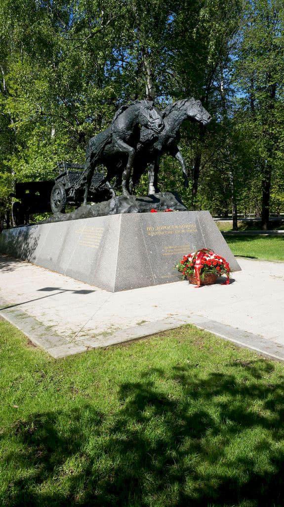 monument-po-dorogam-vojny_04