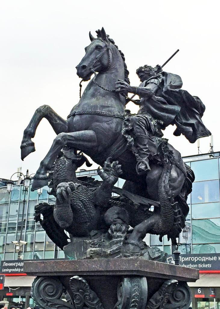 pamyatnik-fontan-georgiyu-pobedonoscu-na-komsomolskoj_03