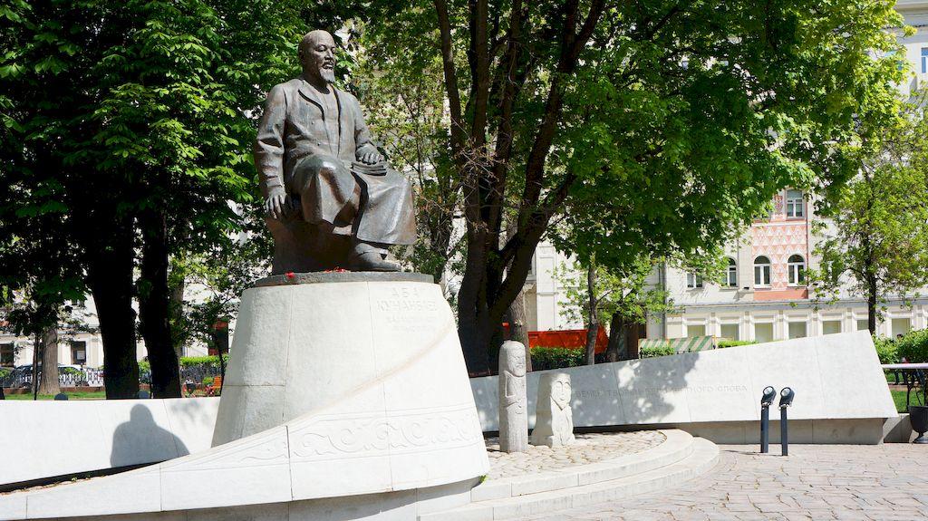 pamyatnik-abayu-kunanbaevu-1