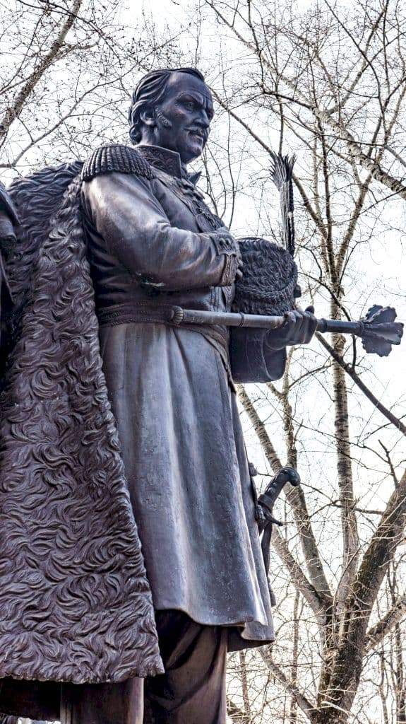 pamyatnik-atamanu-platovu-v-parke-kazachej-slavy_12