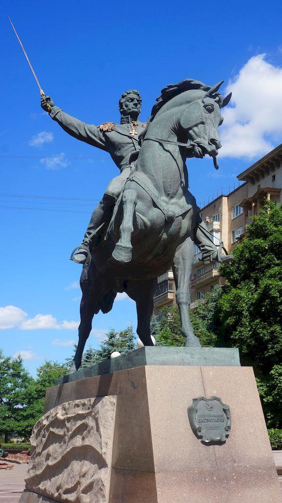 pamyatnik-bagrationu-na-kutuzovskom-prospekte_07