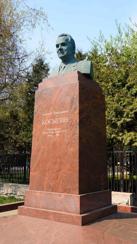 pamyatnik-byust-kosyginu-v-moskve_03