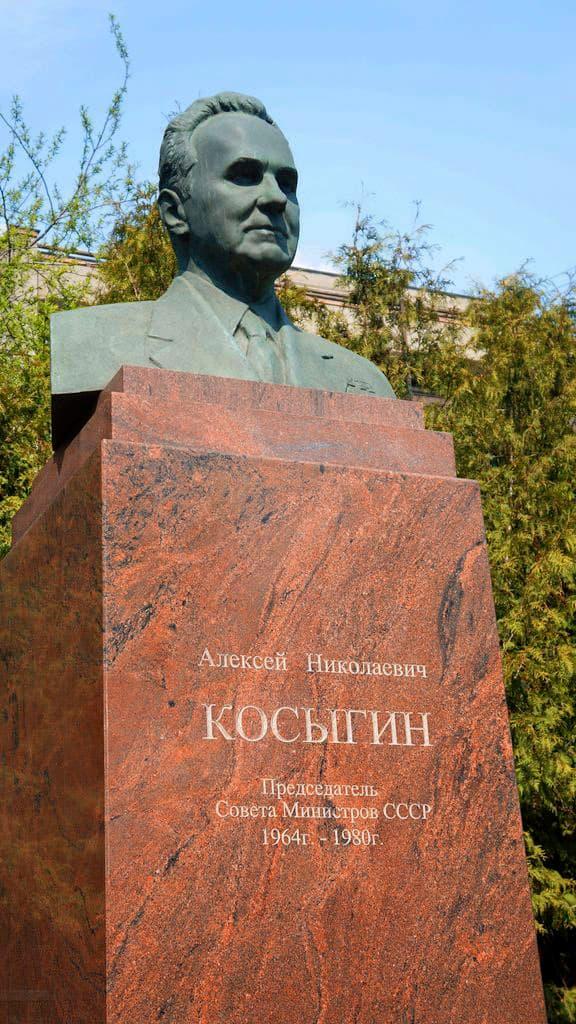 pamyatnik-byust-kosyginu-v-moskve_04