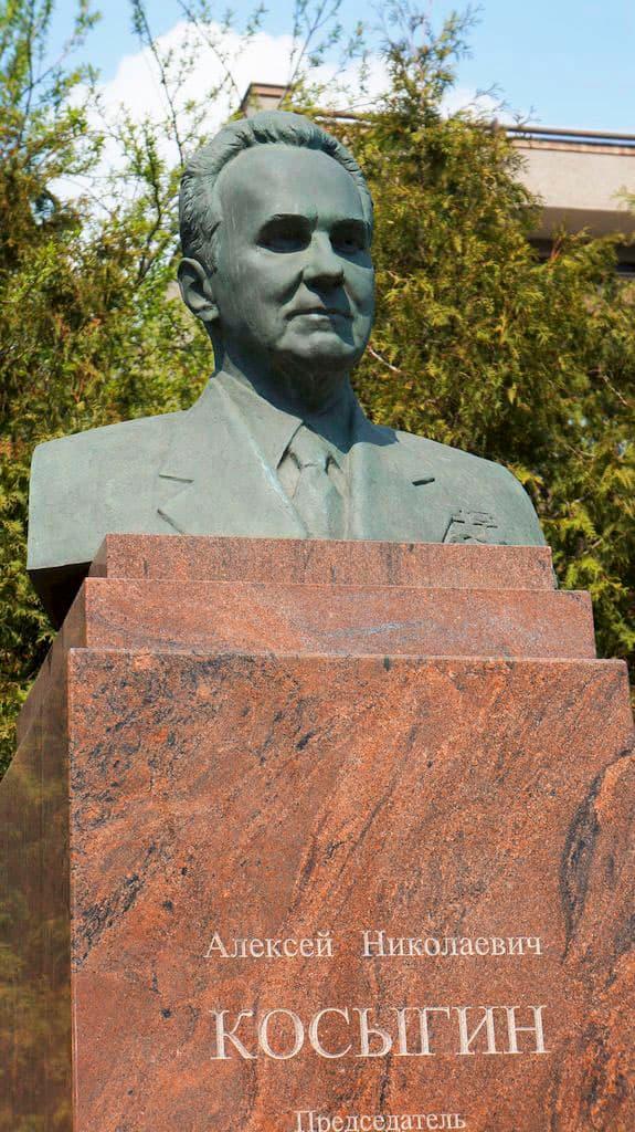 pamyatnik-byust-kosyginu-v-moskve_05