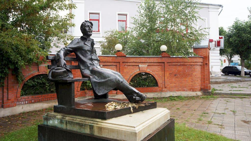 pamyatnik-chekhovu-v-serpuhove_06
