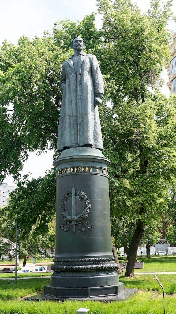 pamyatnik-dzerzhinskomu-v-parke-muzeon_02