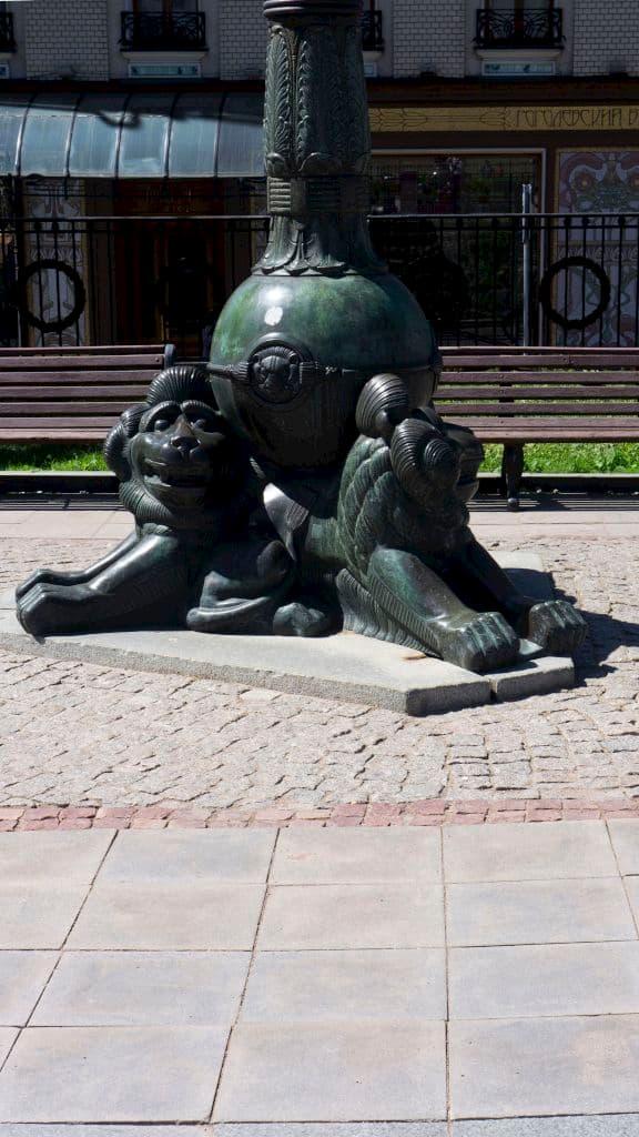 pamyatnik-gogolyu-na-gogolevskom-bulvare_10