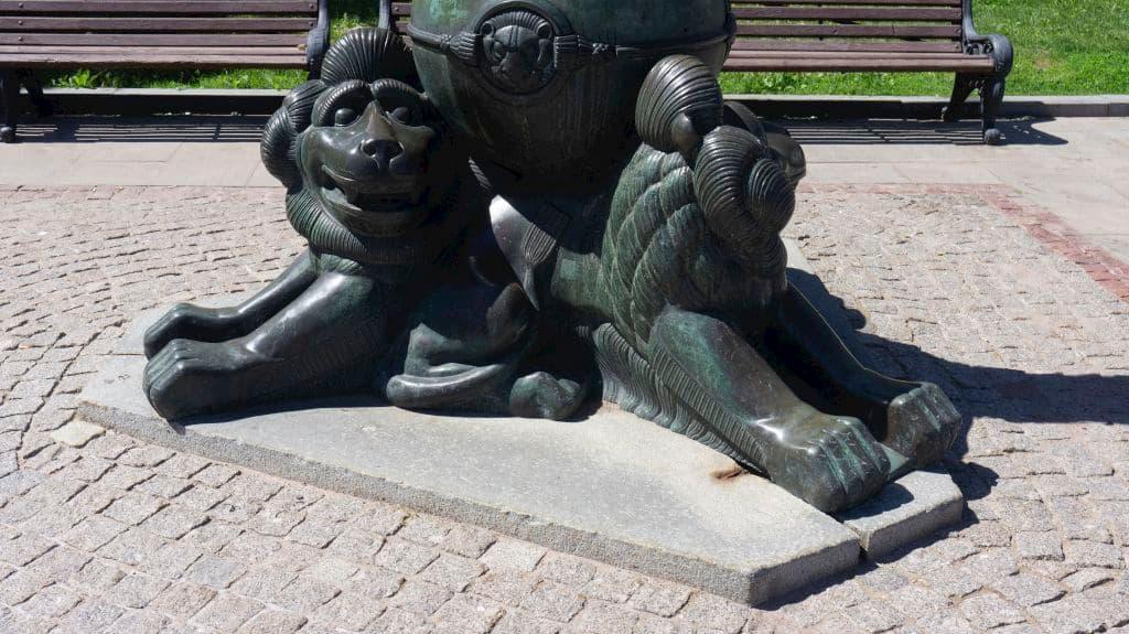 pamyatnik-gogolyu-na-gogolevskom-bulvare_11