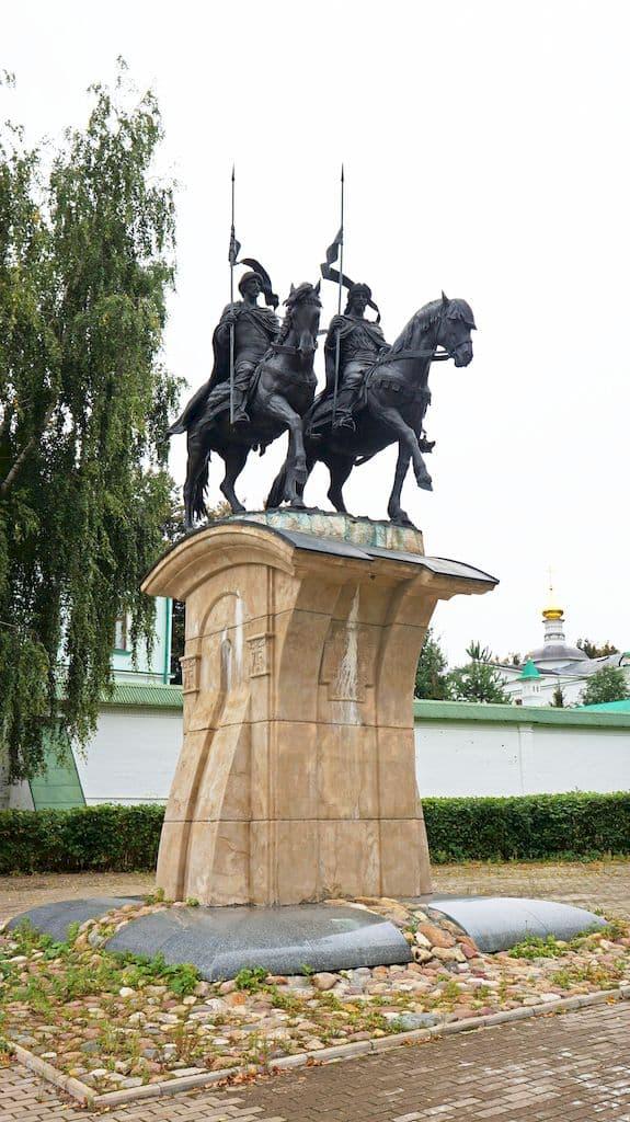 pamyatnik-knyaz-yam-borisu-i-glebu_03