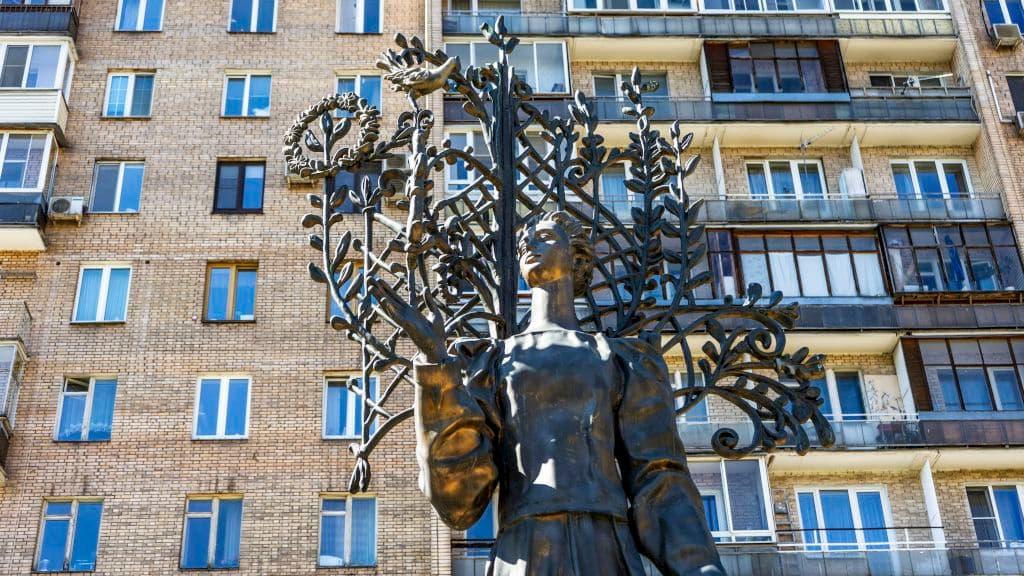 pamyatnik-lese-ukrainke-na-ukrainskom-bulvare_07
