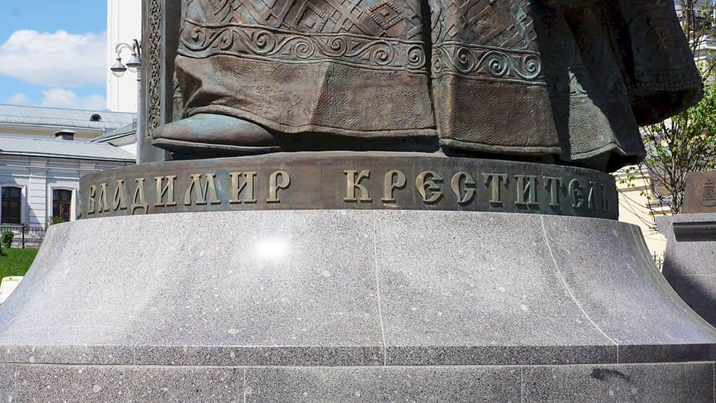 pamyatnik-knyazyu-vladimiru-krestitelyu-rusi_23