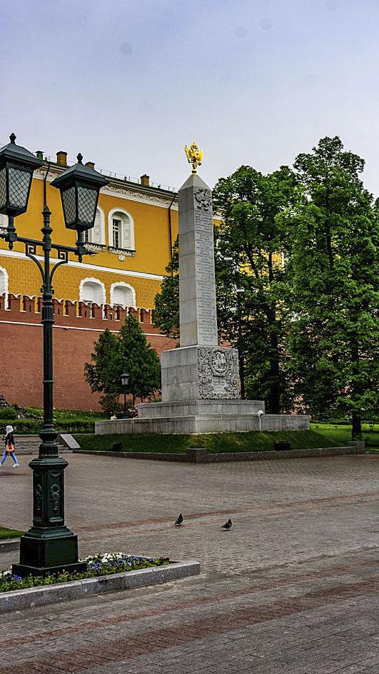 romanovskij-obelisk-v-aleksandrovskom-sadu_01