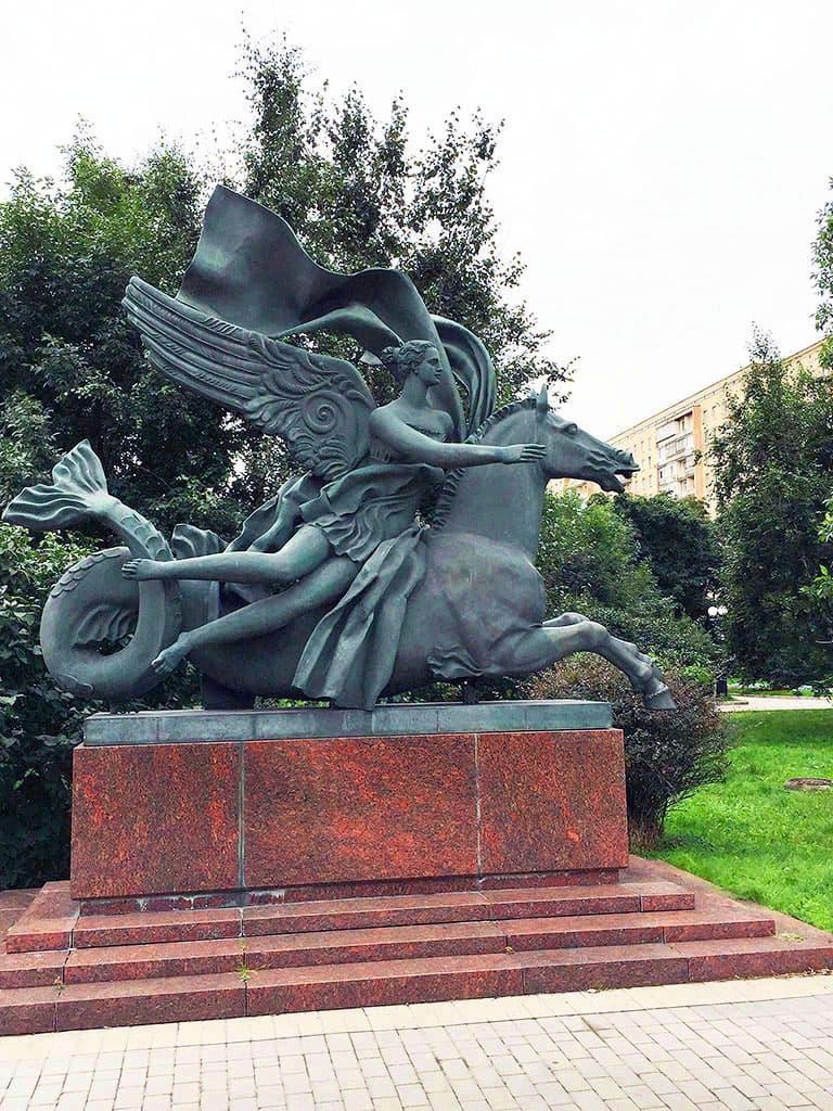 skulptura-allegoriya-vody-na-ukrainskom-bulvare_04