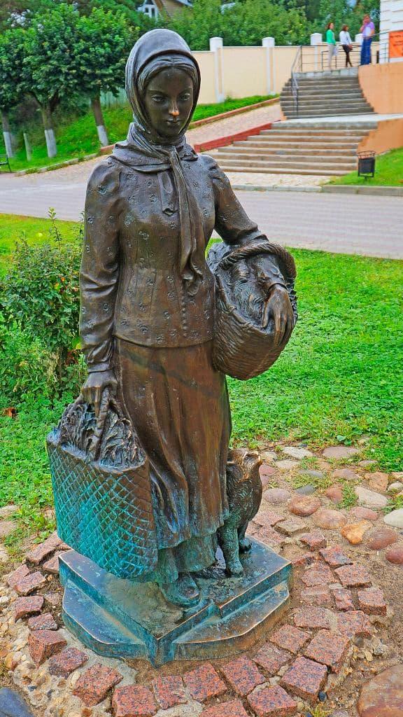 skulptury-na-kropotkinskoj-sosloviya-xix-veka_04