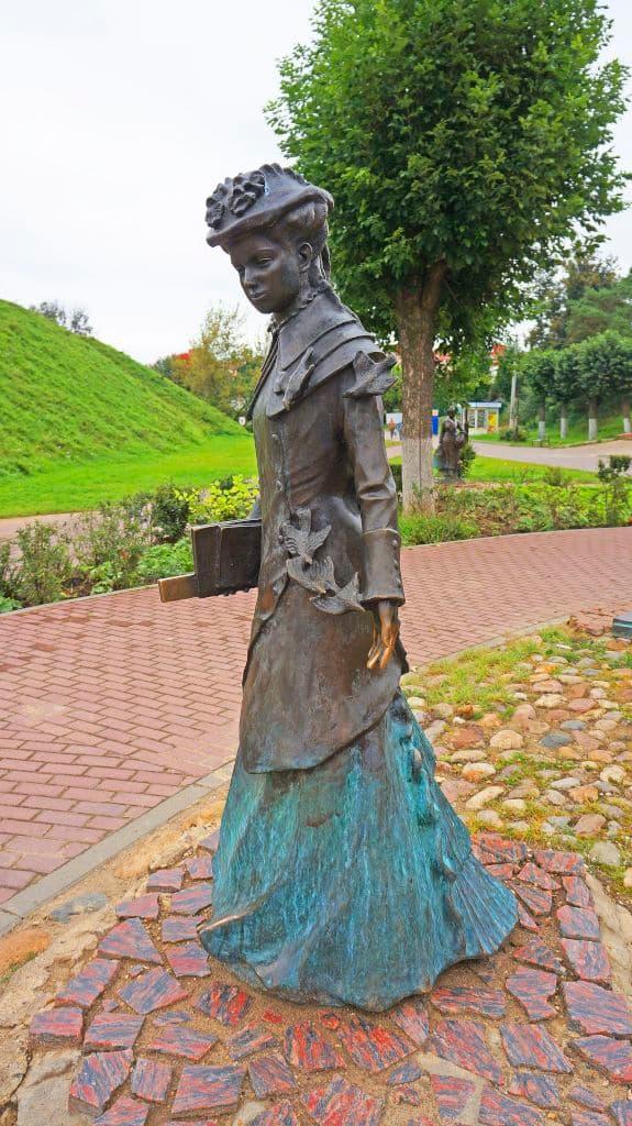 skulptury-na-kropotkinskoj-sosloviya-xix-veka_09