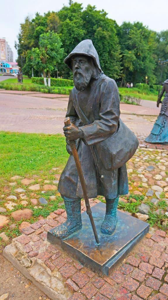 skulptury-na-kropotkinskoj-sosloviya-xix-veka_11