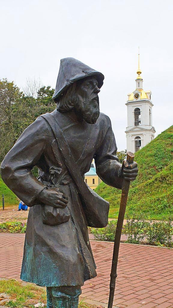 skulptury-na-kropotkinskoj-sosloviya-xix-veka_13