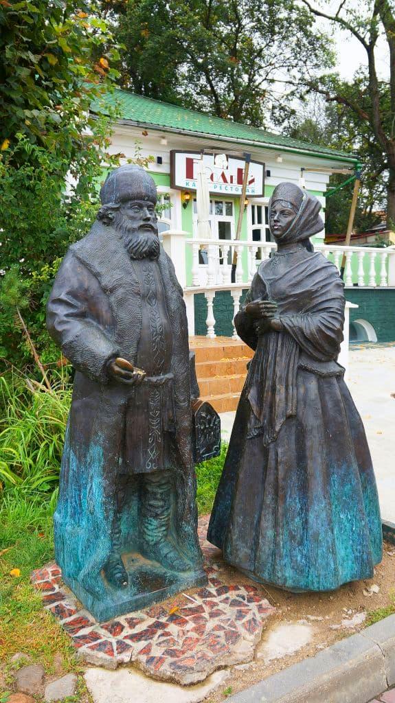 skulptury-na-kropotkinskoj-sosloviya-xix-veka_15
