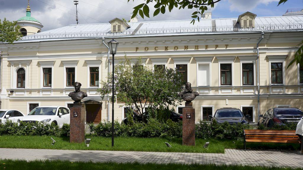 01_skver-polkovodcev-so-skulpturami-moskva