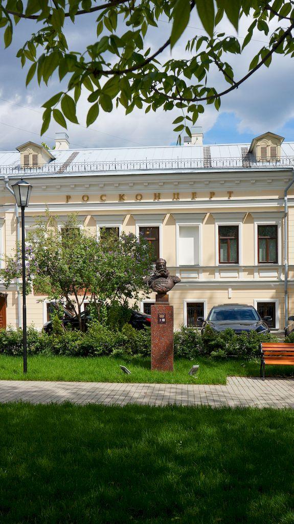 02_skver-polkovodcev-so-skulpturami-moskva