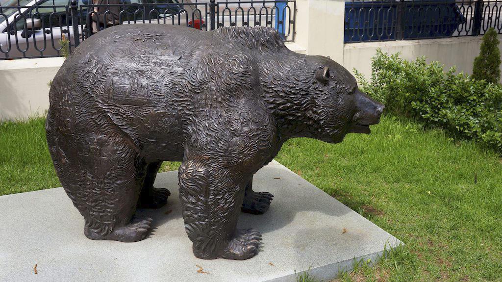 31_skulptura-burogo-medvedya