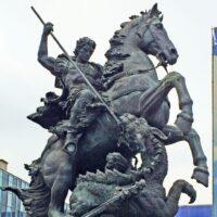 Фото - Памятник-фонтан Георгию Победоносцу на Комсомольской (Москва)