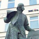 Фото - памятник Ивану Фёдорову (Москва)