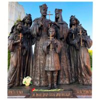 Фото - Памятник семье Императора Николая II в Дивеевском монастыре