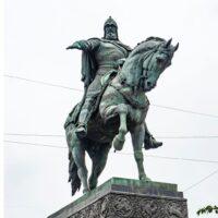 Фото - Памятник Юрию Долгорукому на Тверской площади (Москва)