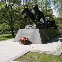 Фото - Монумент «По дорогам войны» на Поклонной горе (Москва)