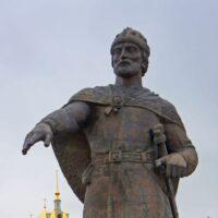 Фото - Памятник Юрию Долгорукому (г.Дмитров Московской области)