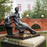 Фото - Памятник Чехову в Серпухове (Московская Обл)