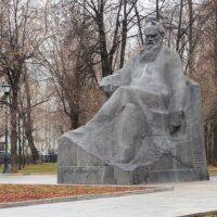 Фото - Памятник Льву Толстому на Девичьем Поле (Москва)