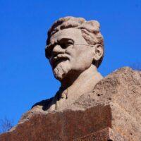 Фото - Памятник-бюст Калинину в сквере его имени (Москва)