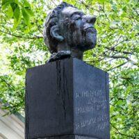 Фото - Памятник Осипу Мандельштаму по улице Забелина (Москва)