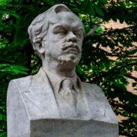 Фото - Памятник-бюст Чаплыгину в Большом Харитоньевском переулке