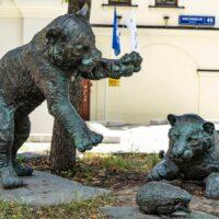 Фото - Скульптура Играющие тигрята на Мясницкой улице (Москва)