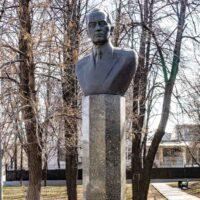 Фото - Памятник-бюст конструктору Климову (город Москва)